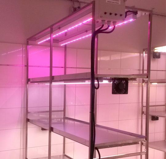 Regał-stacjonarny-z-oświetleniem-LED